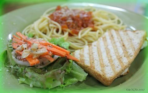 Cucinino platter with pasta, f.g.s (fresh garden salad) and garlic basil toast