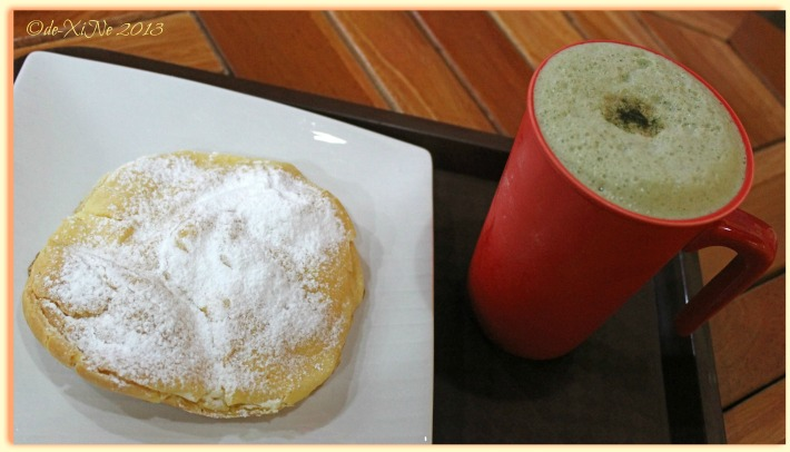Under the Tree Book Cafe cream puff and green tea cafe latte