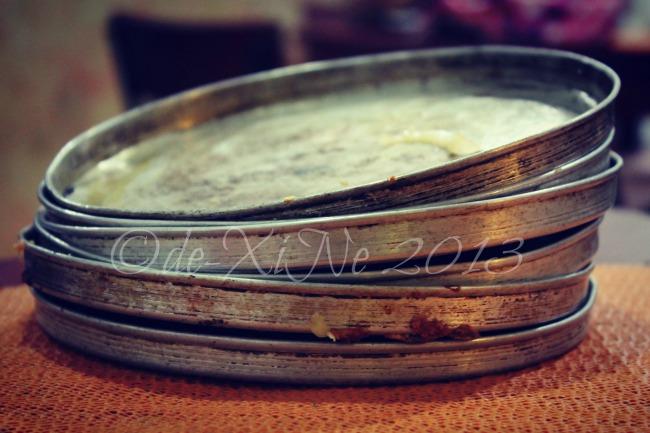 Casa Pizzeria/De Leon Pizza empty pizza pans