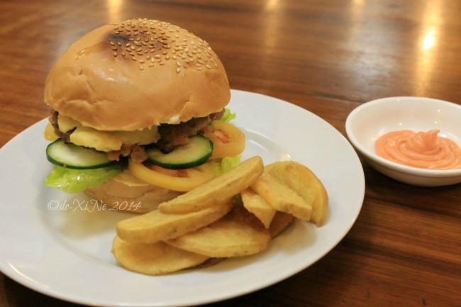 Inglay Restaurant La Trinidad etag burger