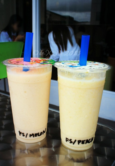 Latreia Baguio melon and peach smoothies