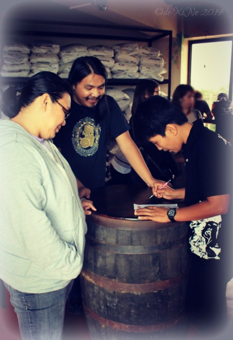 Baguio Craft Brewery 2014 placing our drink orders