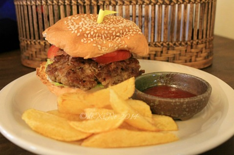 Cafe Yagam Baguio burger