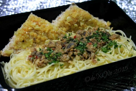 Baguio Gourmet Portions tuyo pasta served with garlic bread