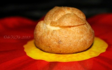 2013-12-15 Baguio Pot o' Gold cream puff (19)