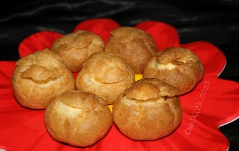 2013-12-15 Baguio Pot o' Gold cream puffs (4)