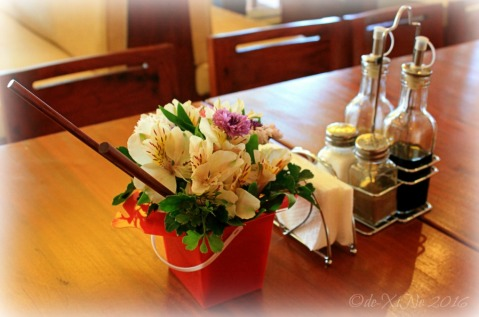 2016-02-08 Bantay Mira Hills Bar and Restaurant Chinese takeout flower box table decor (1)a