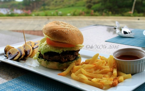 Baguio Manduto Restaurant at Pinewoods Golf and Country Club grilled burger with pesto and cheese
