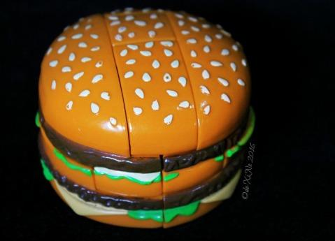 2016-08-24 Baguio McDonalds burger puzzle (4)