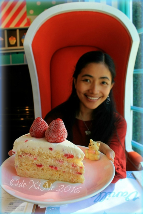 Baguio Vanilla Cupcake Bakery at Kamiseta Hotel me and the frozen strawberry shortcake