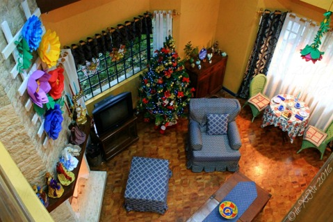 2016-12-09-baguio-le-coq-floral-touch-of-provence-in-city-of-pines-12 view of living room from the top