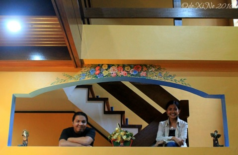 2016-12-09-baguio-le-coq-floral-touch-of-provence-in-city-of-pines-14 flower art on the wall dividing living room and staircase