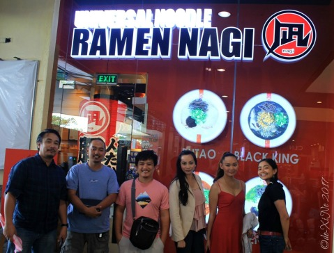 X and foodie blogging friends at Baguio Ramen Nagi 2017