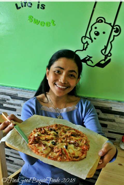 X having bulgogi platter pizza at Baguio Bearsi Korean Pot Pasta 2018